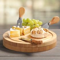 Käseschneidebrett mit Besteck